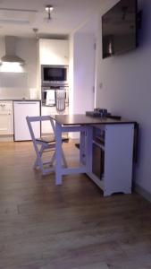 A kitchen or kitchenette at The Little Barn