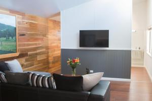 A seating area at Mudgee Apartments on Horatio Street