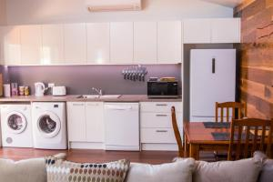 A kitchen or kitchenette at Mudgee Apartments on Horatio Street