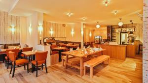 Ein Restaurant oder anderes Speiselokal in der Unterkunft Hotel Thüringer Hof
