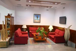 Een zitgedeelte bij Hotel Torre Del Conde