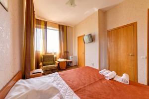 Кровать или кровати в номере Kuzbass