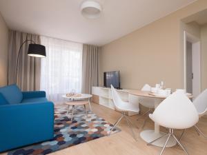 A seating area at Apartamenty Hello Halicka 5