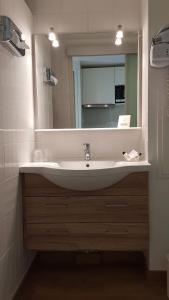 A bathroom at Lou Paradou