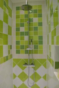 A bathroom at Château de Peyralade