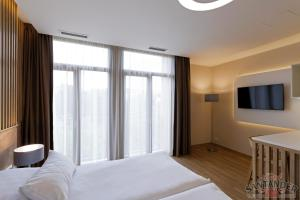 A bed or beds in a room at Hotel Santander