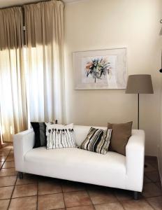 A seating area at Villa Del Sole