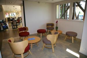 The lounge or bar area at Kyriad Chateauroux