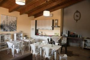A restaurant or other place to eat at Room & Breakfast Le Magie