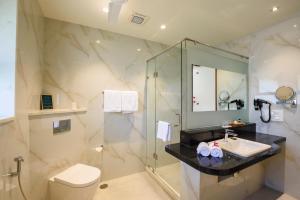 A bathroom at Beleza By The Beach