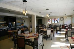 A restaurant or other place to eat at Kyriad Chateauroux