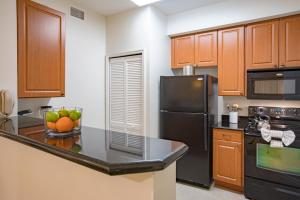 A kitchen or kitchenette at The Point Hotel & Suites Universal