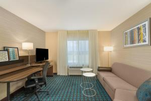 A seating area at Fairfield Inn & Suites by Marriott Bloomsburg