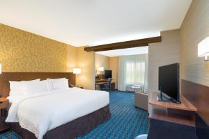 A bed or beds in a room at Fairfield Inn & Suites by Marriott Bloomsburg