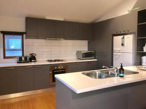 A kitchen or kitchenette at Maunga Lodge