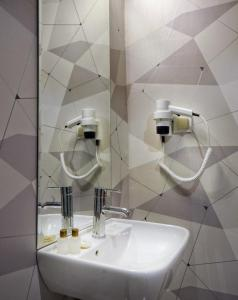 A bathroom at Hotel Abro Sezenler
