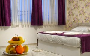 A bed or beds in a room at Hotel Abro Sezenler