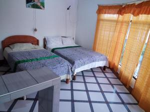 A bed or beds in a room at Sarisa House