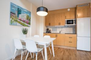 O bucătărie sau chicinetă la ApartDirect Hammarby Sjöstad