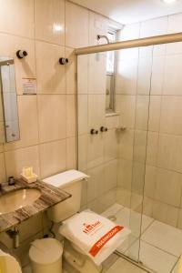 Um banheiro em Harbor Self Buriti Hotel