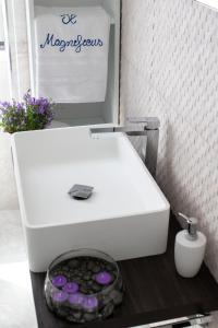 A bathroom at Il Magnificus Boutique