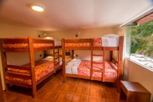 A bunk bed or bunk beds in a room at Casa Machu Picchu Hostel