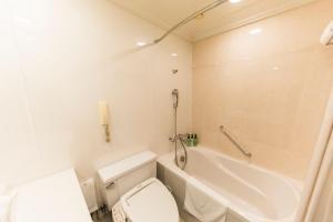 A bathroom at Namba Oriental Hotel