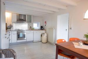 A kitchen or kitchenette at Bellevue Maison de Greunebennet