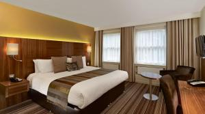 A bed or beds in a room at Blakemore Hyde Park