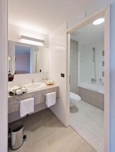 Ein Badezimmer in der Unterkunft Hotel Sol Garden Istra for Plava Laguna