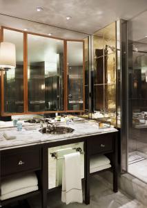 A bathroom at Rosewood London