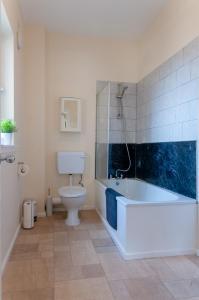 A bathroom at Ben Nevis View