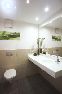A bathroom at Landhotel Annelie