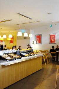 Een restaurant of ander eetgelegenheid bij Moov Hotel Porto Centro