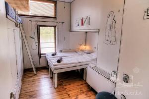 A bathroom at ArkaBarka Floating Hostel