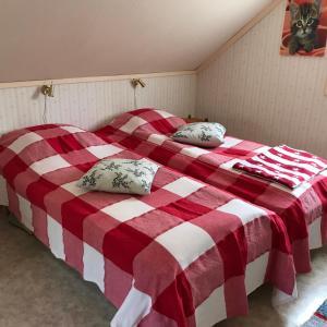 Säng eller sängar i ett rum på Borgdala Stugor