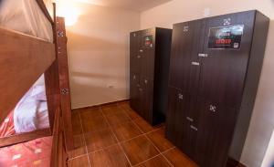 A bathroom at Casa Machu Picchu Hostel