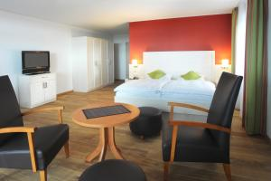A bed or beds in a room at Landhotel Annelie