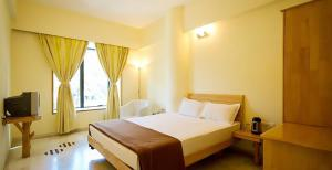A bed or beds in a room at Hotel Starvilla Mount Abu