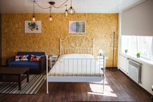 A bed or beds in a room at Apartamenty Kalina na Mira, 13