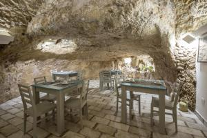 A restaurant or other place to eat at Casa dell'Aromatario b&b