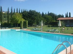 The swimming pool at or near Podere il Vecchio Mulino