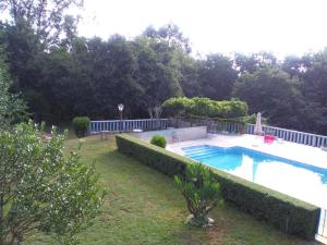 The swimming pool at or near Aldea Figueiredo