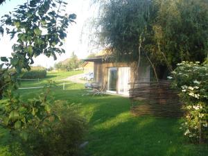 Ein Garten an der Unterkunft Bnb Pavillon Paisible