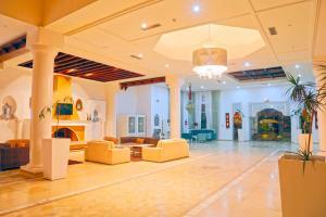 De lobby of receptie bij Hotel Dar El Olf