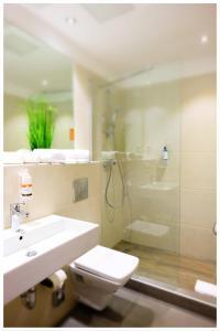 A bathroom at Motel Plus Berlin