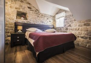 A bed or beds in a room at Apartments Dvor