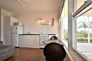 A kitchen or kitchenette at Breakers 2 2 Hill Street
