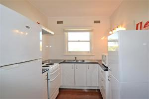A kitchen or kitchenette at Breakers 6 2 Hill Street