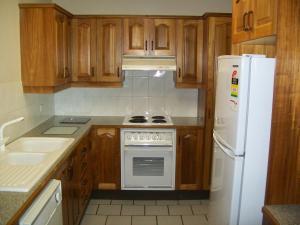 A kitchen or kitchenette at Mainsail 10 17 Owen Street